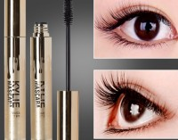Eyelashes look denser and longer without taking off makeup mascara