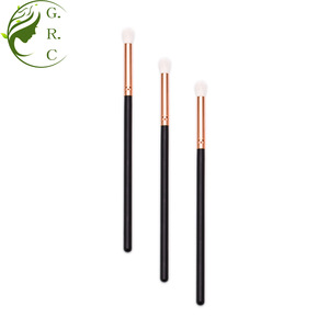 Free sample top nylon hair small cosmetic eyeshadow brush and applicator