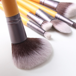 Low MOQ Beauty Tool Makeup Brushes Set Essential Cosmetic Tool