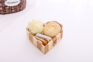 Luxury and lovely health personal care natural  wooden heart box  bath gift set