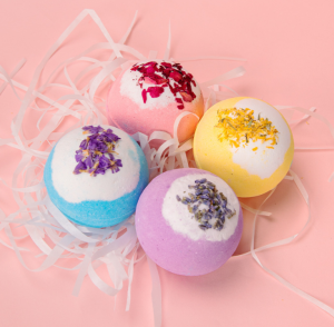 Vegan 120g Ball Organic Fragrance Skincare Bubble Fizzy  Natural Bath bombs With Dried Flowers Spa Rose Bath Bomb